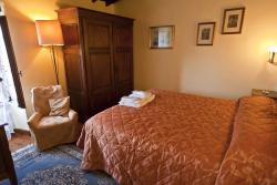 7-night stay in a room or small rustic apartment in Tuscany